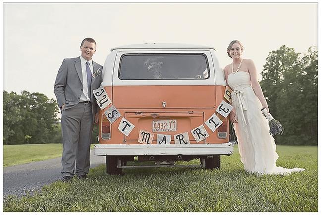 Decoraciones originales para el coche de los novios - Foto A Photo by Ashley