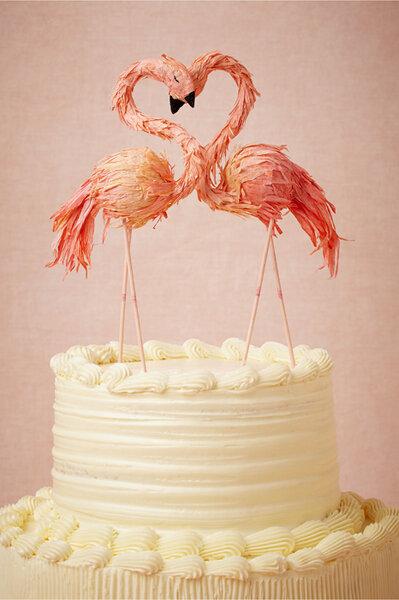 Hochzeits-Dekoration: Flamingo auf der Torte, Foto: Ann Wood