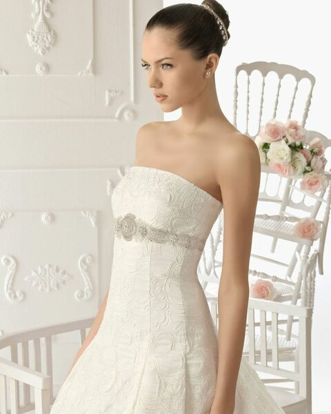 Robes de mariée avec incrustations - Aire 2013