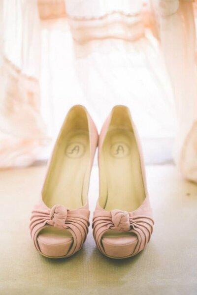 Los zapatos rosa son una excelente alternativa esta temporada 2016.