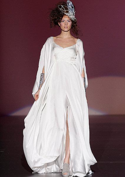 Vestidos de noiva e convidadas Isabel Zapardiez 2013 apresentados na Cibeles Madrid Noivas