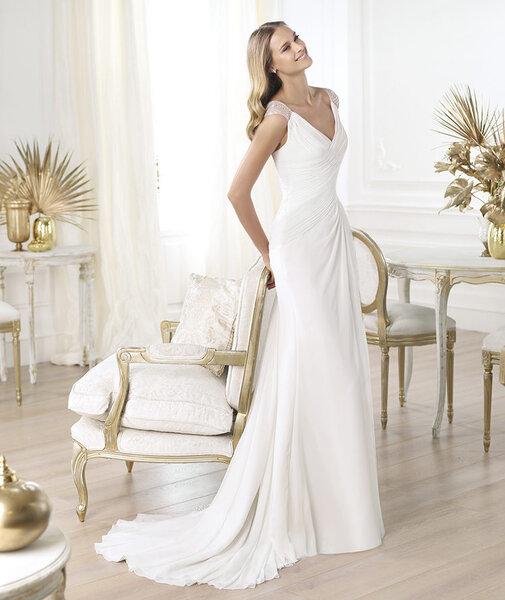 Vestido de novia 2014 con escote en V, mangas cortas, plisados en la cintura y cauda mediana