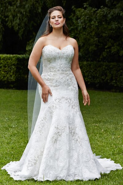 Full bodied wedding dresses for plus size brides in 2016 for Full size wedding dresses