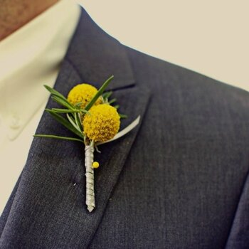 Stylish buttonholes for en-trend grooms