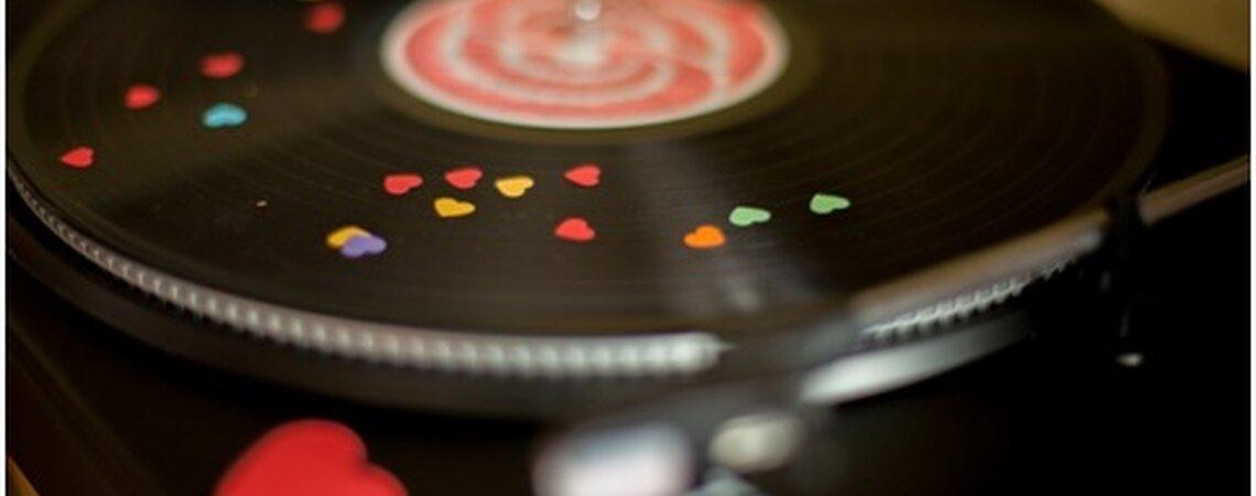 ¡Que suene la música! Mezcla los gustos de todos tus invitados en una playlist perfecta para tu boda