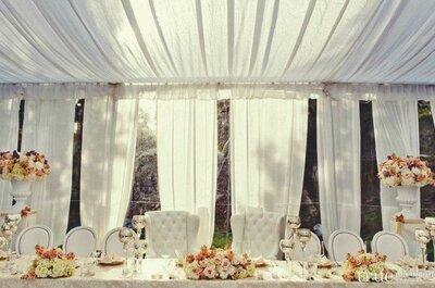 Zelte für eine Hochzeit unter freiem Himmel