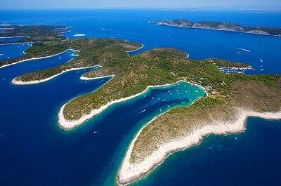 #hvar (croácia): azul da cor do mar, do céu e da paixão