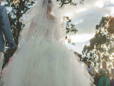 Alexa y Manuel: ¡Una boda temática de Alicia en el país de las maravillas!