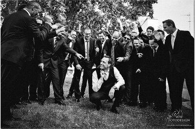 Ideias originais de fotos dos noivos com os padrinhos