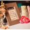 Hochzeitsdeko mit Gläsern und Vasen. Foto: Macon Photography
