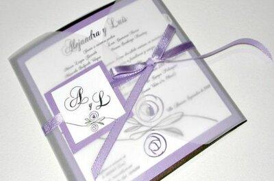 Elegantes invitaciones de boda lila