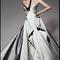 Vestido de novia corte princesa en color metalizado con escote corazón y volantes superpuestos - Foto Zac Posen