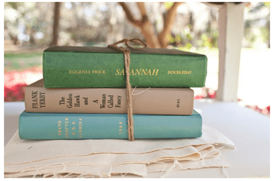Amor intelectual: Libros en la decoración de tu boda