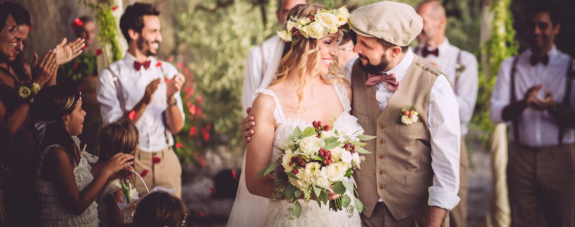 Novios con trajes claros: La nueva moda en matrimonios 2017