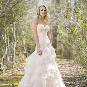 Zauberhafte Brautkleider von Lillian West 2017: Hinreißende Details & hochwertige Qualität