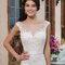 Suknia ślubna na ramiączkach z elementami koronki, Foto: Sincerity Bridal 2015