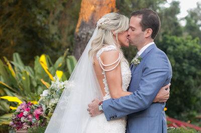 Casamento ao ar livre de Ludimila & William: rústico, romântico e multicolorido!