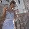 Vestido com detalhes impecáveis e que marca a silhueta da noiva. Foto: Campanha Inbal Dror