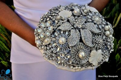 Bouquets en tela y pedrería para novias