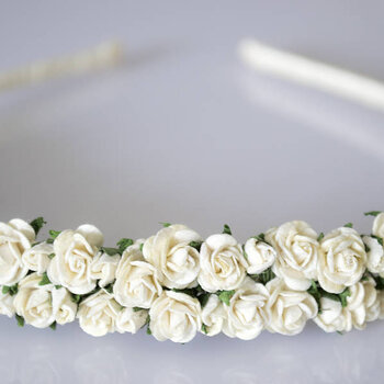 Floral hairpieces for pretty spring bridesmaids