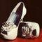 Los zapatos de la novia.   Foto: Adrián Stehlik.