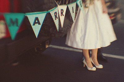 4 maneras de decirle a tus amigos serán testigos en tu boda