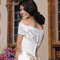 Suknia ślubna z elementami koronki i opadającyymi rękawami, Foto: Sincerity Bridal 2015