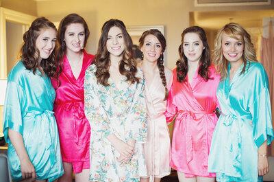 Una divertida tendencia, novias y madrinas con batas floreadas