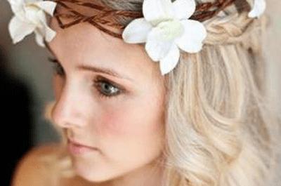Brautfrisur mit Haarkranz - ideal für eine Sommerhochzeit
