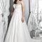 Suknia ślubna z odkrytymi ramionami, Foto: Agnes 2015