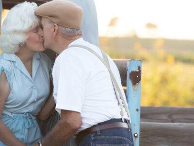 57 anni insieme e una sessione di foto dolcissima: quando l'amore è per sempre