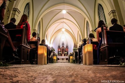 Décoration de l'allée centrale pour la cérémonie de mariage