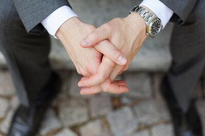 Erst mit der passenden Uhr und Anzug wird der Verlobte zum Bräutigam