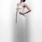 Vestido de novia 2013 con apliqués en color plata en el corpiño y falda con caída simple y elegante