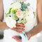 Une mariée délicate et fleurie.