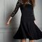 Vestido de fiesta 2014 en color negro con escote ilusión, mangas cortas, y falda amplia