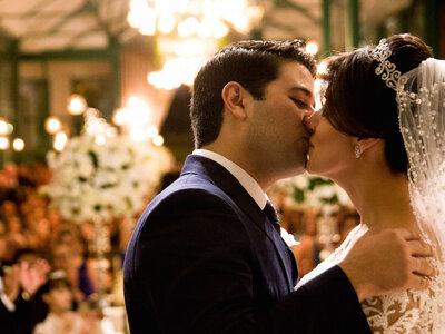 Lais & Davi: Casamento clássico e super luxuoso em tons de branco e verde.