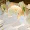Una decoración de boda enmarcada por la magia del blanco - Foto A Simply Chic Event