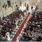 Fotografía de boda religiosa con panorámica desde atrás