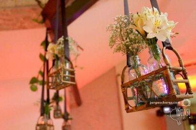 Criatividade e estilo: decore seu casamento com vasinhos de vidro