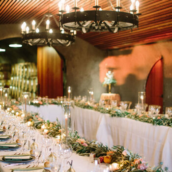 Marzysz o idealnej dekoracji ślubnej? Oto idealne girlandy z kwiatów.