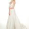 Vestido de novia 2013 largo, con cola y escote pronunciado en V