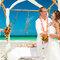 Decoración de boda en color naranja para playa