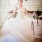 Robe de mariée bustier à la jupe longue volumineuse et fluide