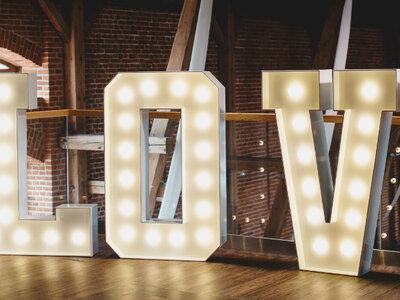Jak wybrać literowe dekoracja na wesele? Mamy dla Was nowe trendy i porady specjalistów!