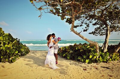 Laetitia + Renaud : place au romantisme sur le sable de la Guadeloupe