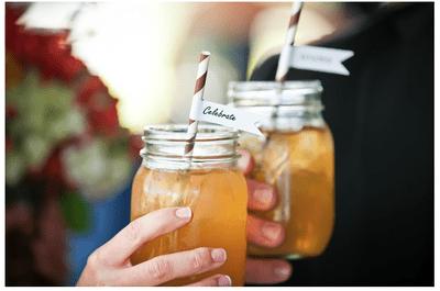 Decore o seu casamento de forma original com frascos de cristal