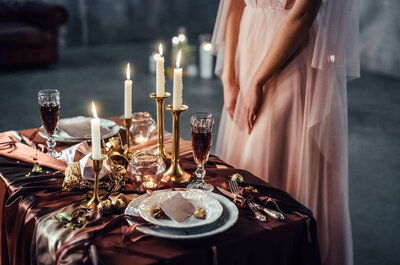 Świeczki jako dekoracja kościoła i sali weselnej