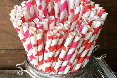 Pajitas de colores para las bebidas del cóctel