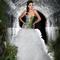 Vestido de novia largo con falda voluminosa y corset en color verde